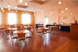 ホテル スカンステにあるレストランまたは飲食店
