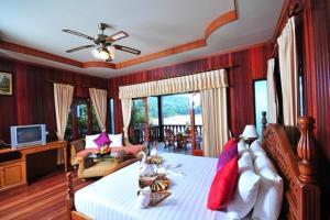 Гостиная зона в Haad Yao Bayview Resort & Spa