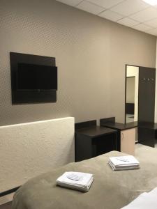 Телевизор и/или развлекательный центр в Murmansk Discovery - Hotel Kompas