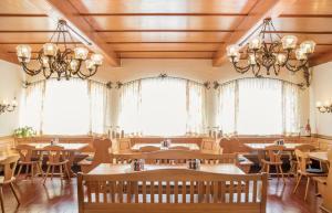 Ein Restaurant oder anderes Speiselokal in der Unterkunft Schnaitl Braugasthof- Hotel GARNI -B&B-