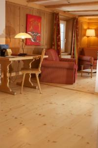 Ein Sitzbereich in der Unterkunft Hotel Posta