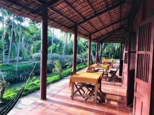 Restaurant ou autre lieu de restauration dans l'établissement Ba Danh Home