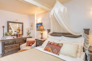 A bed or beds in a room at Old Town City Center Apartments