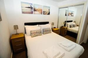 A bed or beds in a room at Your Stay Bristol Marsh House