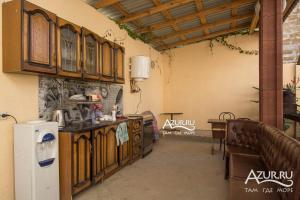 Кухня или мини-кухня в Guest House Sevilya Гостевой Дом Севилья