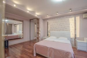 A bed or beds in a room at Nice Flats Noviy Arbat