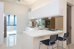 A kitchen or kitchenette at Three Storey Cozy Home