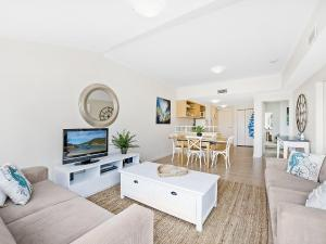 A seating area at The Lookout at Iluka Resort Apartments