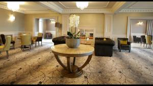 The lobby or reception area at Royal Court Hotel