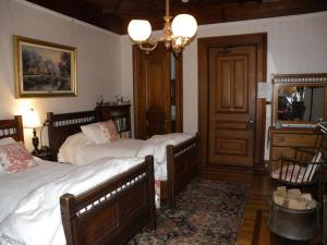 A bed or beds in a room at Sanford-Covell Villa Marina