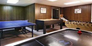 Attrezzature per ping pong presso Old Field House o nelle vicinanze