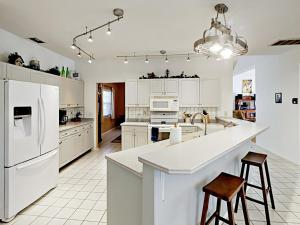 A kitchen or kitchenette at Orange River Oasis Home Home