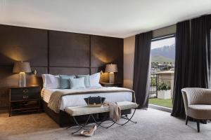 A bed or beds in a room at Sofitel Queenstown Hotel & Spa