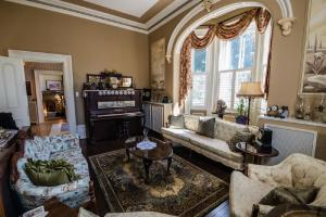 A seating area at Hughson Hall Bed & Breakfast