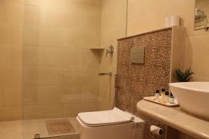 A bathroom at Hotel Surya, Kaiser Palace
