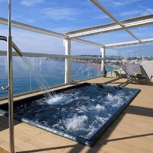 The swimming pool at or close to Hôtel Riva Art & Spa