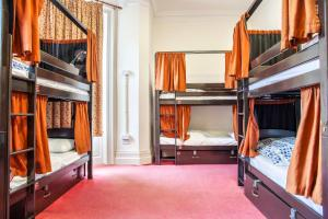 A bunk bed or bunk beds in a room at Palmers Lodge Swiss Cottage