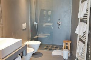 A bathroom at Hotel Remàt
