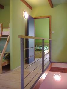 Palanda nebo palandy na pokoji v ubytování Apartmány Nové Hutě