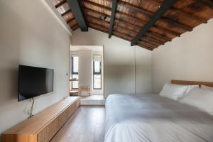 餘光、台南漁光島民宿房間的床