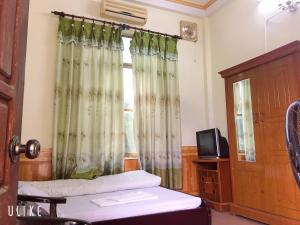 A bed or beds in a room at Vân Anh Guesthouse