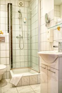 Ein Badezimmer in der Unterkunft Central Hotel am Königshof