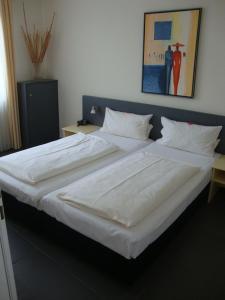 Ein Bett oder Betten in einem Zimmer der Unterkunft Hotel International am Theater