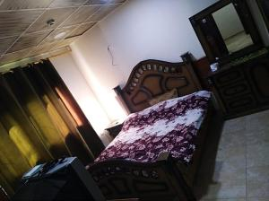 A bed or beds in a room at Al Deyafa Hotel