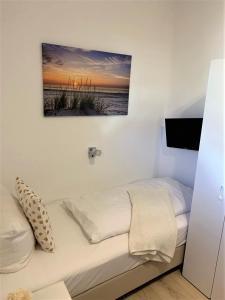 Ein Bett oder Betten in einem Zimmer der Unterkunft Hotel zum Adler