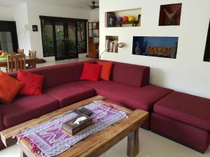 A seating area at Villa Horizon Nusa Dua