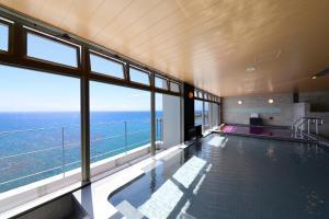 沖繩坎帕納船舶酒店游泳池或附近泳池