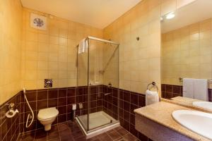 A bathroom at Copthorne Al Jahra Hotel & Resort