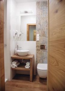 A bathroom at Wrzosowa