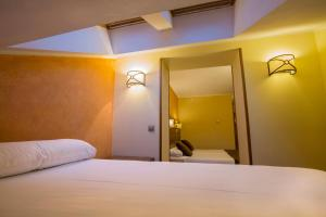 A bed or beds in a room at Magic Pas