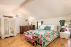 A bed or beds in a room at Villa Vilma