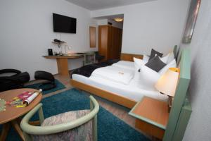 A bed or beds in a room at Paulin Hotel Trier