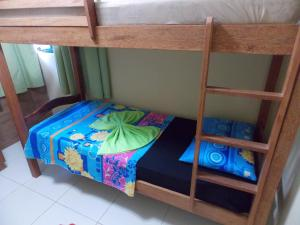 A bunk bed or bunk beds in a room at Flat Maragogi, 2 quartos com ar e vista para o mar!