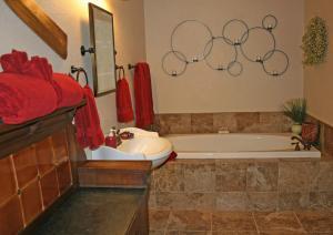 A bathroom at Blackberry Inn at Yosemite