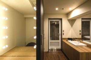 A bathroom at Hotel The Grandee Shinsaibashi