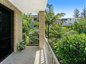A balcony or terrace at Beachside Unit Near Convention Centre