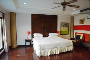 A bed or beds in a room at Evergreen Boutique Hotel
