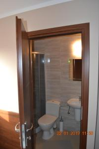 A bathroom at Hotelik Karter