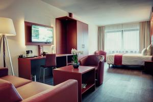 A seating area at AMEDIA Hotel Amsterdam Airport
