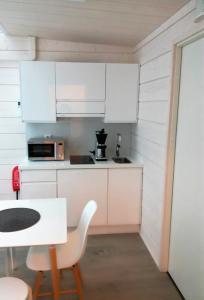 A kitchen or kitchenette at Hotel Ukkohalla
