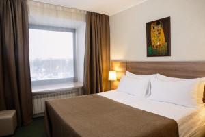 Säng eller sängar i ett rum på Moscow Hotel