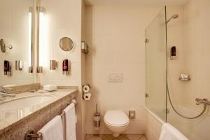 A bathroom at FourSide