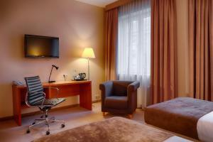 A television and/or entertainment center at Focus Hotel Szczecin