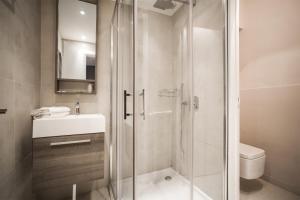 A bathroom at Hotel Schtak