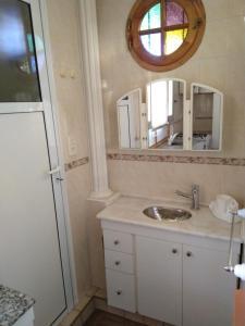 A bathroom at La casa de Aya