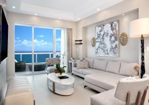 A seating area at Conrad Fort Lauderdale Beach